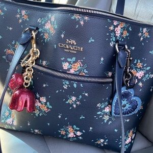 😱😍 gorgeous coach large zip tote florals